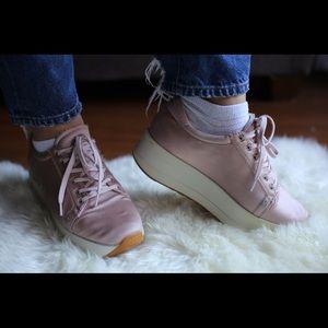 Vagabond soft pink sneakers